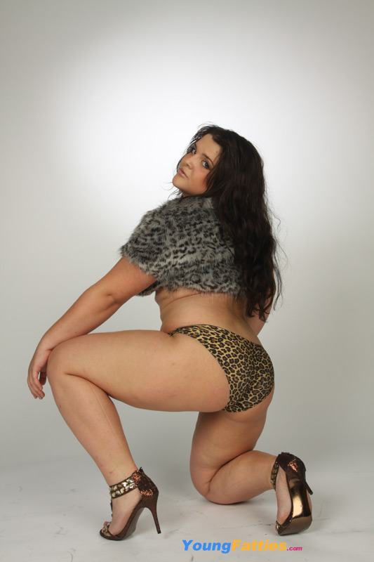 Plump wild kitty poses for you in revealing undies