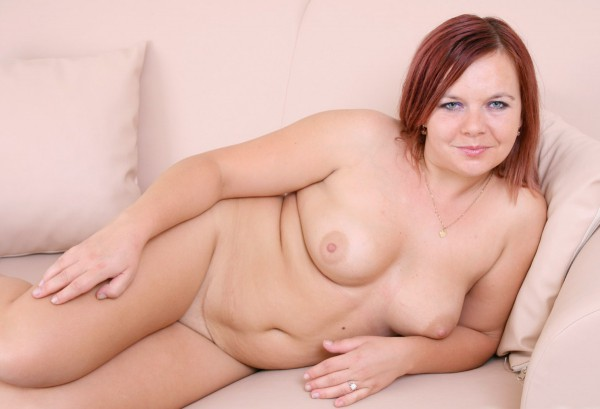 Young BBW Sunshine posing naked