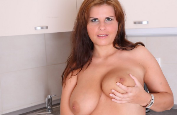 Hot young plumper spreading noce tits