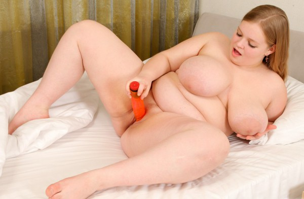 BBW plays with big dildo
