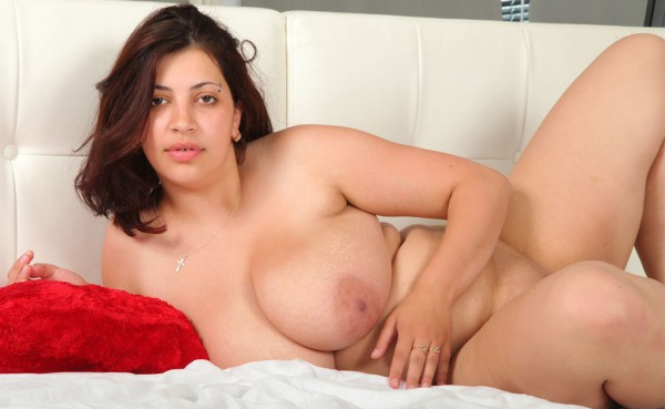 Fat young beauty exposes her amazing bare curves