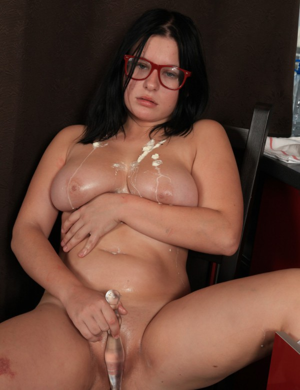 Plump food fetish junkie playing nasty with whipped cream