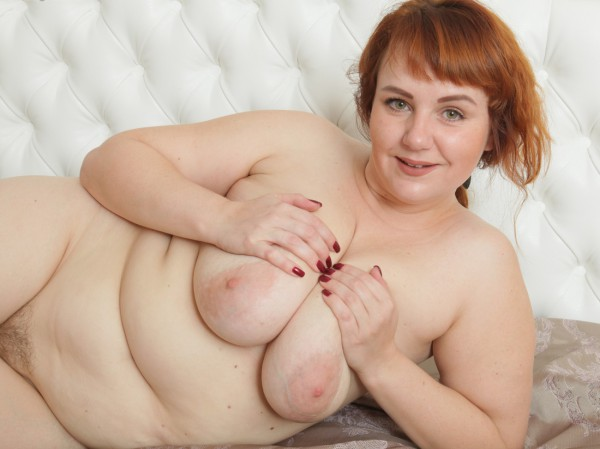 Seductive chubby redhead playing with her pearl